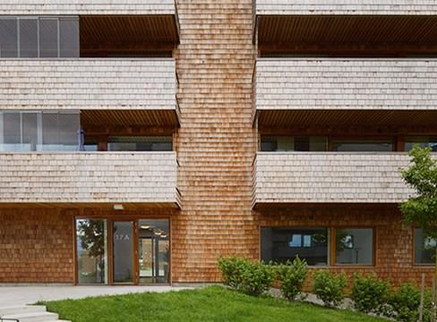 För klimatet hela vägen – bygg laddstationer i trä