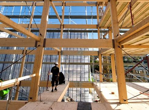 Bygg på miljonprogrammet med flera våningar i limträ