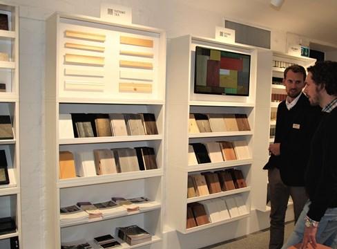 Trä inspirerar i nyinvigda Materialgalleriet