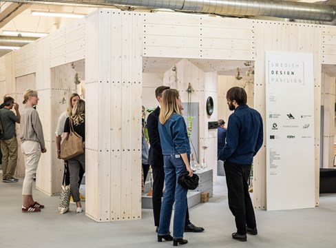 Svensk furudesign gjorde succé på London Design Fair 2019