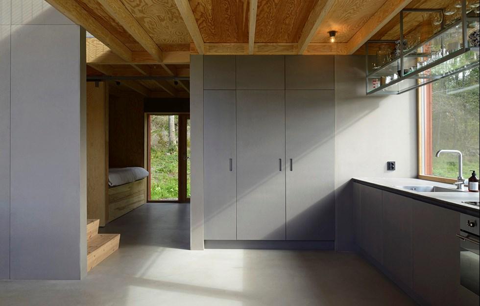 Ett öppet och socialt hus med silande dagsljus