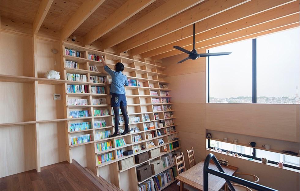 Hyllad bokvägg