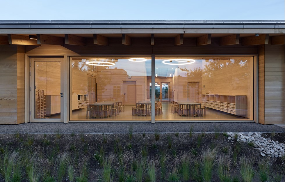 Förskola med försmak för trä