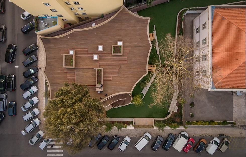 Bevarade träd i stadskärnan skapade lekfull förskola